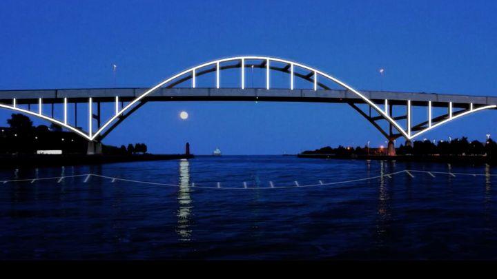 Light the hoan bridge
